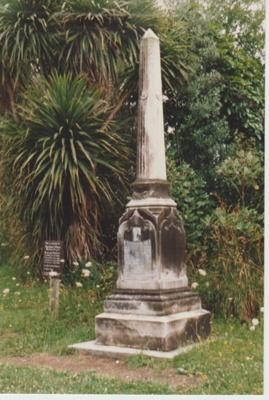 The monument to Te Wheoro; 1/12/1989; 2019.098.06