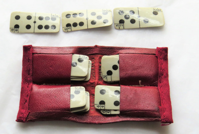 Travelling pack of dominoes; O2018.82 (86.36.4)