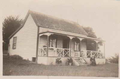 A cottage in Uxbridge Road.; c1910; 2017.662.81