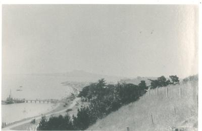 Bucklands Beach and Wharf c.1940; c1940; 2017.025.83a