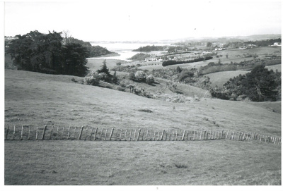 Mangemangeroa Valley; La Roche, Alan; 1/10/2001; 2017.072.11
