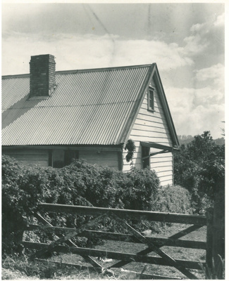 Fencible cottage in Avenue Road, Onehunga; 12.04.1948; 2017.142.13