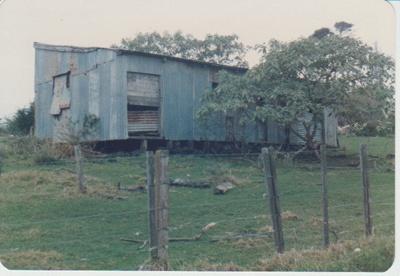 Graham Strauchan's barn, Omana; La Roche, Alan; Auust 1985; 2017.321.78