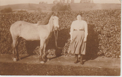 A postcard from Elsie Bell written to Bessie Ferguson.; 2018.336.14