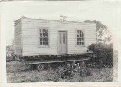 Smallman's cottage on a trailer; La Roche, Alan; 1/08/1973; 2018.089.26
