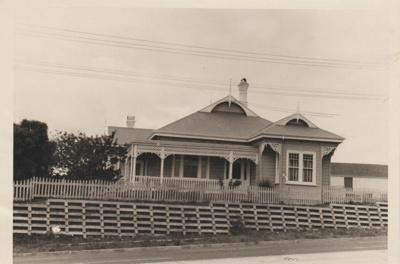 The Roberts Farm Homestead on Pakuranga Road; McCaw, John; 1970; 2018.132.24