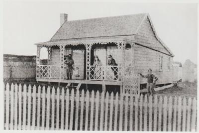 Howe Street cottage c1900; La Roche, Alan; c1900; 2017.628.44