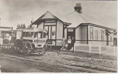Crawford's Horse bus outside the Howick Post Offic; 1908; 2017.497.66
