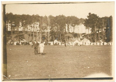Picnic at Bucklands Beach White family picnic at Bucklands Beach; c1930; 2016.623.24
