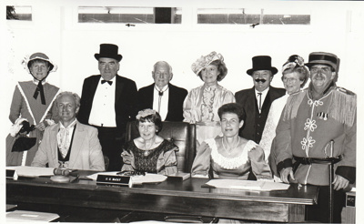 Howick Borough Councillors in period costume, most named.; Eastern Courier; 4 April 1990; P2021.140.01