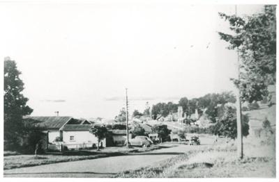 Selwyn Road looking seawards, 1950; Wiseman, Ren, Howick; 1950; 2016.403.07
