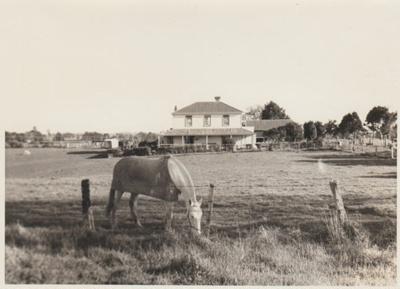 Bell House.; La Roche, Alan; 1969; 2018.059.60