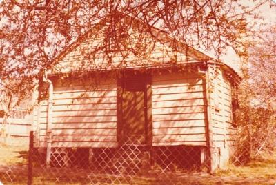 Carter Cottage (Fencible cottage) in Jellicoe Road, Panmure.; La Roche, Alan; September 1978; P2020.91.03