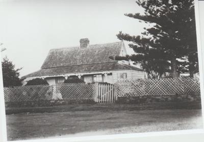 Mrs Bishop's home in Ridge Road; 1904; 2018.086.11