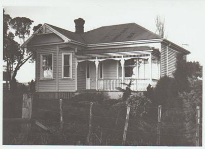 Marr's Homestead, East Tamaki Road; La Roche, Alan; 1/08/1991; 2018.162.81