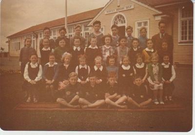Howick District High School class and teacher; 1948-1950; 2019.080.11