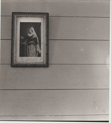 A portrait of Queen Victoria in Bell House.; Auckland Star (Harold Paton); 20/11/1976; 2018.057.57