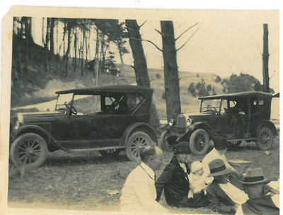 Hattaway picnic party at Bucklands Beach White family picnic at Bucklands Beach; 4.3.1928; 2016.614.14