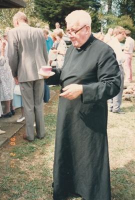 Rev. Robert Hattaway during the 150th anniversary celebration of Gideon Smales at St John's Church, East Tamaki..; Todd, Malcolm; 11 February 1990; P2021.162.06