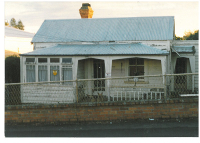 Fencible cottage in Onehunga Mall; La Roche, Alan; 1/06/1989; 2017.175.67