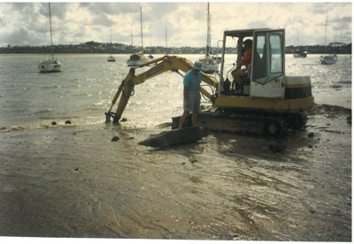 Bucklands Beach Wharf piles being removed.; Westley, John; 1/05/1997; 2017.037.91
