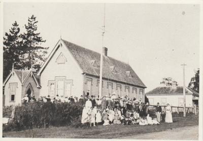 Captain Hattaway unfurling the flag at Pakuranga School; 1899; 2019.001.01
