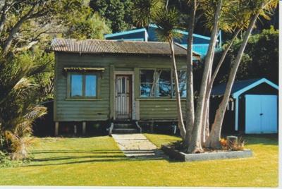 Cottage at Shelly Beach; La Roche, Alan; 1/07/2013; 2018.021.17