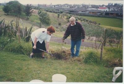 Alan la Roche and Sue planting a Totara; 18/09/1998; 2019.118.01