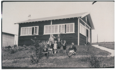 Harry and May Grubb's home at Cockle Bay; 1925; 2017.204.15