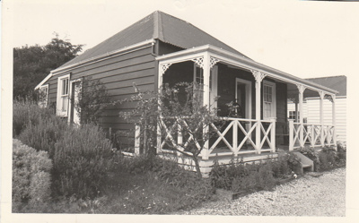 Colonel de Quincey's cottage and garden in Howick Historical Village.; 1987; P2020.111.06