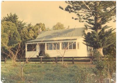 Broomfield Cottage on the Boyd-Dunlop farm; La Roche, Alan; 2017.095.67