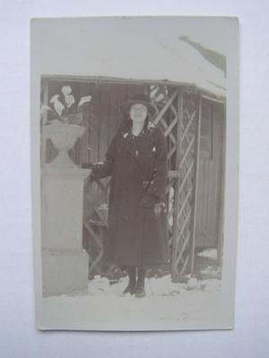 Postcard - Elsie in the snow ; 2012.17.1