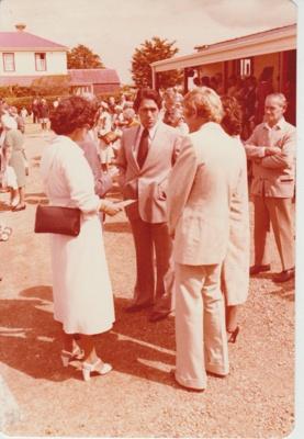 Winston Peters talking with Diana Litten and Alan la Roche; 8/03/1980; 2019.100.50