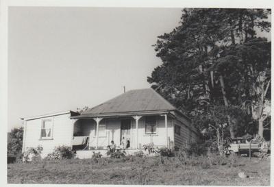 Colonel de Quincy's cottage in Bells Road.; La Roche, Alan; 1/04/1973; 2018.084.10