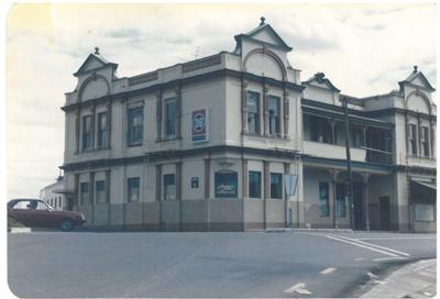 Panmure Hotel on Kings Road; La Roche, Alan; 1985; 2017.226.10