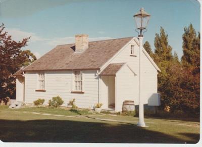 The McDermott Fencible pensioner's cottage; La Roche, Alan; 1/03/1976; 2019.092.02