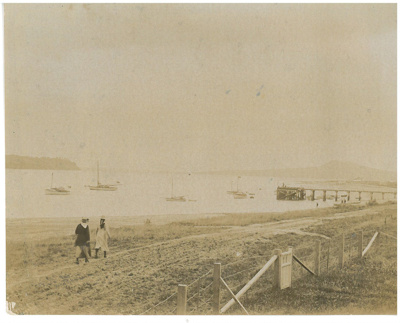 Bucklands Beach and wharf c.1920; c1920; 2017.025.82