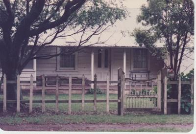 Fitzpatrick's cottage in Pigeon Mountain Road; La Roche, Alan; 1/11/1981; 2018.109.26