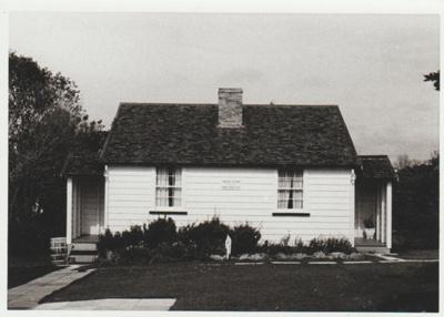 The McDermott Fencible pensioner's cottage; La Roche, Alan; 1/09/1970; 2019.091.31