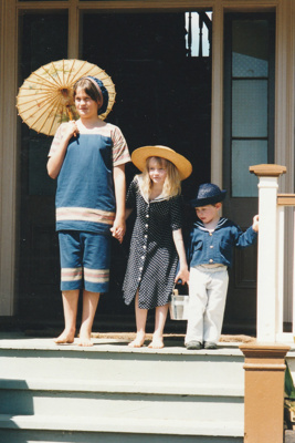 Verity Southern, Chrissy and Elijah on the Puhinui verandah on an HHV Live Day. ; Palmer, Ros; October 2003; 2019.198.31