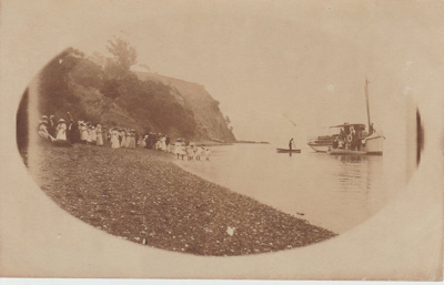 Howick School picnic at Rocky Bay, Waiheke; Judkins, A J T; 1911-1920; 2019.075.02