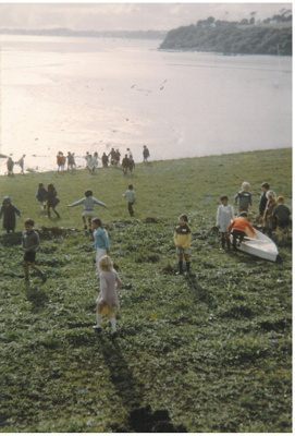 Children on the foreshore at Farm Cove.; Tudehope, T; 1978; 2016.503.05