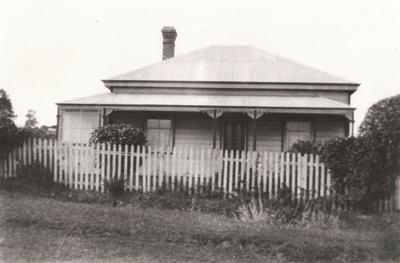 Shaw Homestead, Baird St, Howick, c 1920.