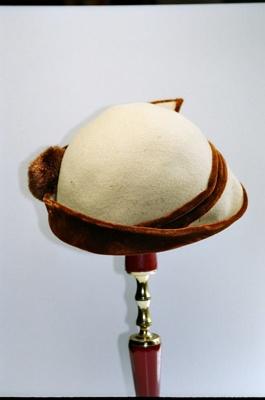 Hat; 2004/0064
