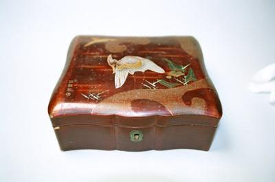 Box; 2004/0188