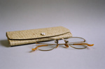Spectacles; 2004/0600