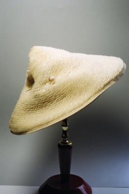 Hat; 2004/0066