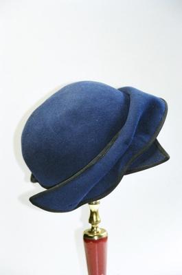 Hat; 2004/0046