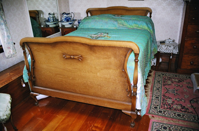 Double bed; 2004/0287