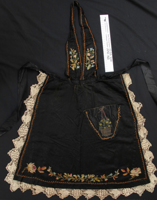 Apron; Unknown; Unknown; 1990_133